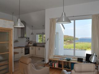 Quality Studio Apartment with stunning loch views, Portree