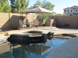 Beautiful 4 Bedroom getaway, Queen Creek