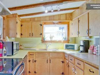 Fully outfitted kitchen with cookware, dishes and place settings provided..