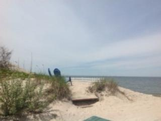 1BR Real Beach House on the Sand North Fork Wineries kayak weekend getaway Romantic, Wading River