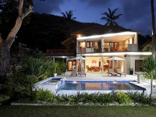 Luxury Beachfront - Villa Pantai Bali - Candidasa