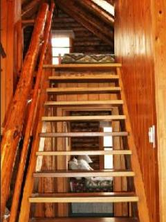 Steep staircase to loft may not be suitable for elderly or small children