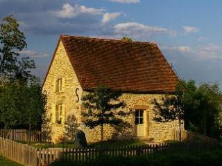 Luxury Cottage, South of Beaune, 4 pax, great view