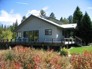 Moose Tracks - Yellowstone Home w/ detached cabin, West Yellowstone