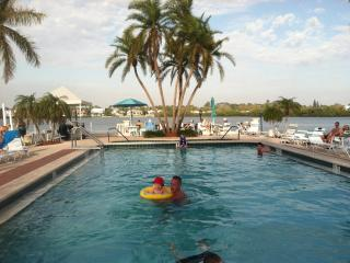 Palm Bay Club  Private Beach 3 min. - Pool, jacuzi