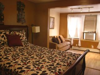 10 Mins to NYC, Walk to PATH train-Sleeps 6