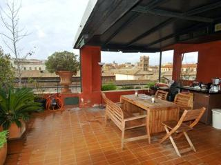 Romantic Roman 2 Bedroom Penthouse Near Everything, Rome