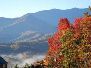 2 Bedroom Cabin Close to Downtown - Amazing Views, Gatlinburg