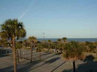 Townhouse with Amazing Views!  (close to Beach), Tybee Island
