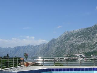Modern apartment only a few metres from the sea!, Kotor