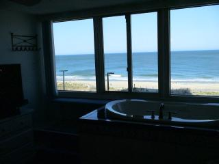 Luxury Oceanfront Condo, Jacuzzi Overlooking Ocean, Ocean City