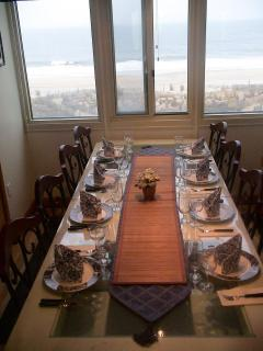 Dining Room - Matching table linens available for guest use
