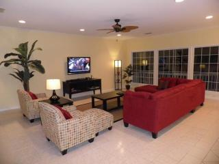 Wide open living area with 46' HDTV & PS3 game system