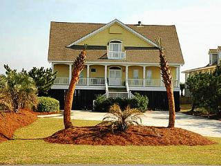 Ocean Front Charmer, 7bd, 5ba, w/Screened Porch!, Isle of Palms