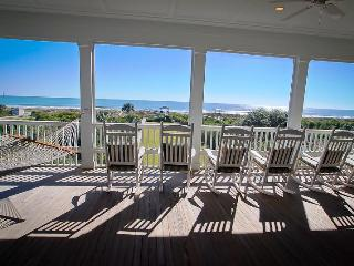 Spacious Ocean Front, 6bd, 6ba w/Screened Porches!, Isle of Palms
