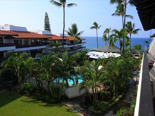 Casa De Emdeko 324 Gorgeous Top Floor Condo with Ocean View!, Kailua-Kona