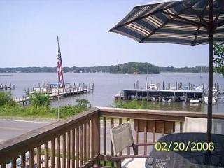 Waterfront Retreat on Monroe Bay-AMAZING SUNSETS!, Colonial Beach