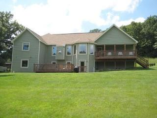 ~ 3 BR Home with Outdoor Hot Tub, Pool Table, Fire, Galena
