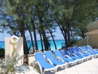 Sunrise Beach Villa #12A Paradise Island Bahamas -beachfront!-close to Atlantis