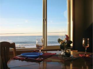 $65 MidWeek! Ocean View! Stair Free Beach!Hot Tub!, Lincoln City