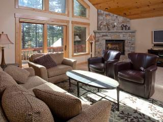 Belposto **Upscale Tahoe Donner home- walk to Rec center!**, Truckee