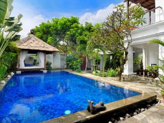 Villa Rene - Gorgeous Family Getaway with Pool Fence near Seminyak Beach