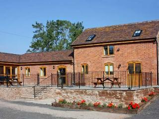 THE TACK ROOM, pet friendly, country holiday cottage, with a garden in Little