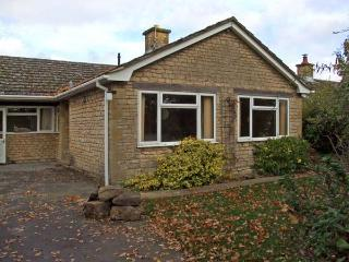 HONEYWICK, pet friendly, country holiday cottage, with a garden in Brailes, Ref