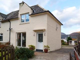 CALLART COTTAGE, country holiday cottage, with a garden in Kinlochleven, Ref 11828