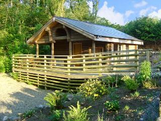 LITTLE TREES, romantic, character holiday cottage, with a garden in Amroth, Ref