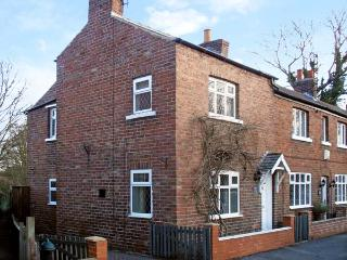 SUNNYSIDE COTTAGE, pet friendly, character holiday cottage, with a garden in Filey, Ref 12115
