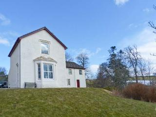 RIECHIP, pet friendly, character holiday cottage, with a garden in Dunkeld, Ref