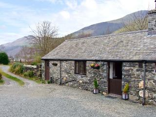 THE BARN, character holiday cottage, with a garden in Tal Y Llyn, Ref 12265, Tal-y-llyn