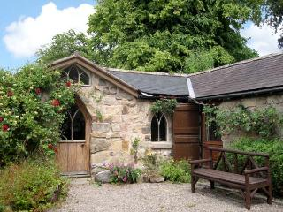 THE ARCH, romantic, character holiday cottage, with open fire in Pant Glas, Ref