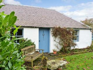 GATESIDE FARM COTTAGE, pet friendly, country holiday cottage, with a garden in Fossoway, Ref 11369, Kinross