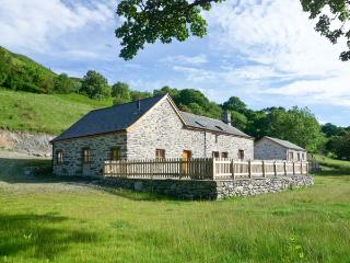 TYDDYN TYFOD, family friendly, luxury holiday cottage, with a garden in Bala