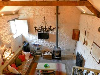 CHERRY TREE COTTAGE, pet friendly, character holiday cottage, with open fire in Pickering, Ref 12416