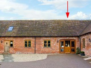 THE TURNIP HOUSE, pet friendly, luxury holiday cottage, with a garden in Westhop