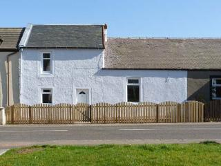 SKY BLUE COTTAGE, pet friendly, country holiday cottage, with a garden in Braehead, Ref 11265