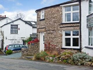 THE ORCHARD, family friendly, character holiday cottage, with a garden in Levens