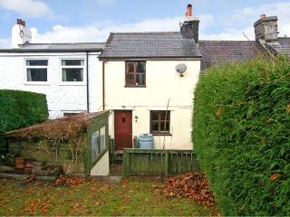 3 TYN Y MYNYDD, pet friendly, country holiday cottage, with a garden in