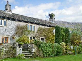 STOCKDALE HOUSE, family friendly, character holiday cottage, with a garden in Feizor, Ref 11277