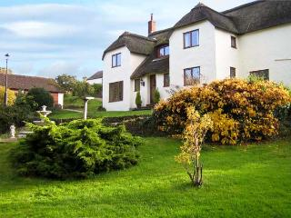 SHELLS COTTAGE, pet friendly, character holiday cottage, with hot tub in Washford, Ref 11459