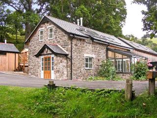 CILFACH, family friendly, luxury holiday cottage, with a garden in Llanfyllin, R