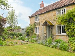 CORNER COTTAGE, pet-friendly, character holiday cottage, with a garden in Cropton, Ref 12165