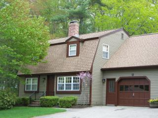Condo w/Pool Less than Mile to Footbridge Beach -, Ogunquit