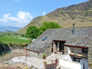 THE HAYLOFT, pet friendly, luxury holiday cottage, with open fire in Newlands, R