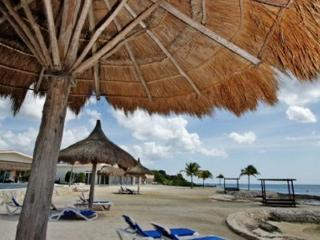 Beautiful 3 BR Villa at Costa del Sol, Oceanfront Pool, Private Pier, Cozumel
