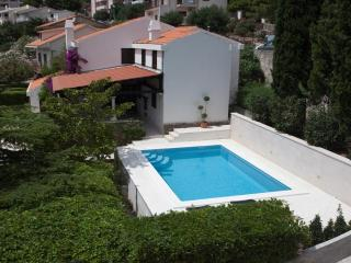 Villa Skalinada with pool, 60m from a beach, Baska Voda