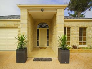 Bulla Hill Melbourne - Stunning views & privacy